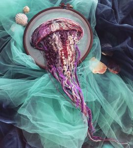 "Artist Embroiders Lifelike Jellyfish That ""Swim"" Past the Hoop"